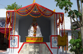 Baba Maluk's Idol at Kada Dham