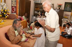 paying respect to Guruji